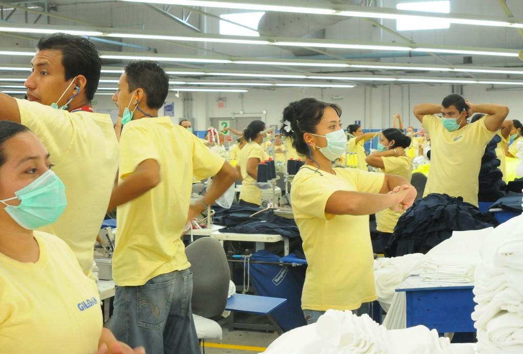 Suasana Karyawan Gildan di Honduras dari http://www.genuinegildan.com