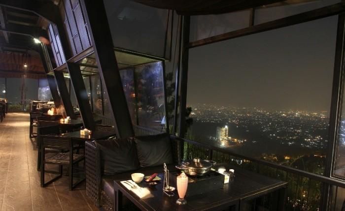 Wow! 7 Tempat di Bandung Ini, Paling Pas Untuk Menikmati Pemandangan Kembang Api dari Atas Ketinggian